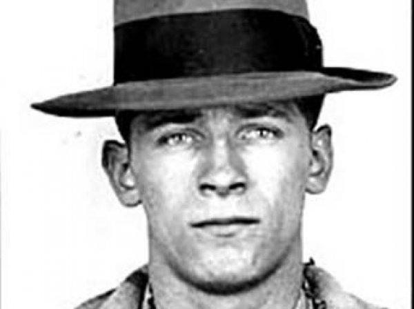 Легендарного американского гангстера убили в тюрьме за предательство