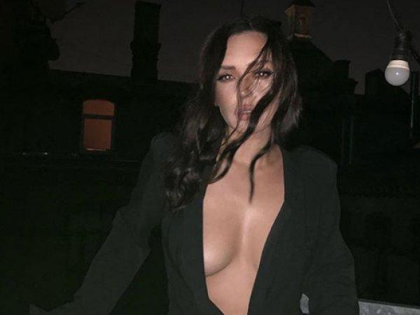 Ольга Серябкина оголила грудь перед зрителями на камеру