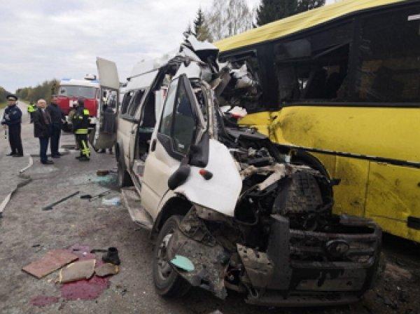 Момент смертельной аварии с маршруткой в Тверской области попал на видео