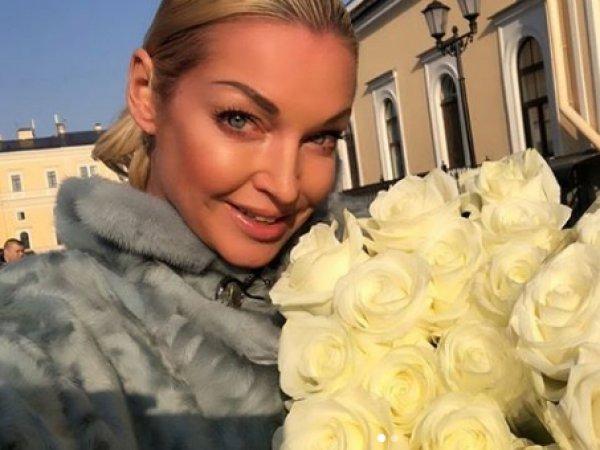 Волочкова разгневала Сеть развратным фото во время траура по жертвам в Керчи