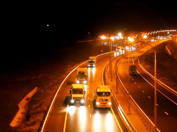 Открывшееся движение грузовиков по Крымскому мосту сняли с высоты птичьего полета
