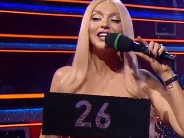 """В Сети появилось видео """"стриптиза"""" известной украинской певицы в прямом эфире"""