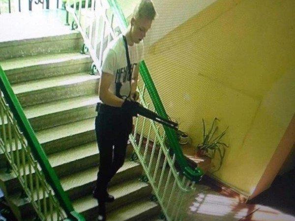 """СМИ опубликовали посмертные фото """"керченского стрелка"""" после бойни в колледже"""
