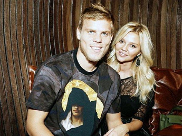 Жена Кокорина вместе с сыном попали в больницу