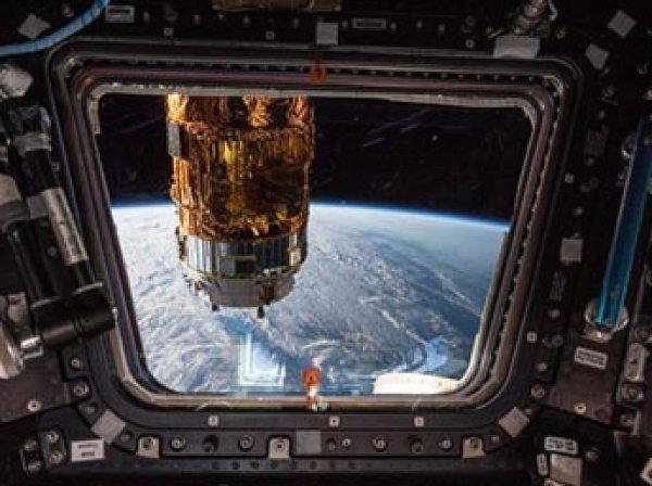 Камеры МКС засняли НЛО-трансформер (ВИДЕО)