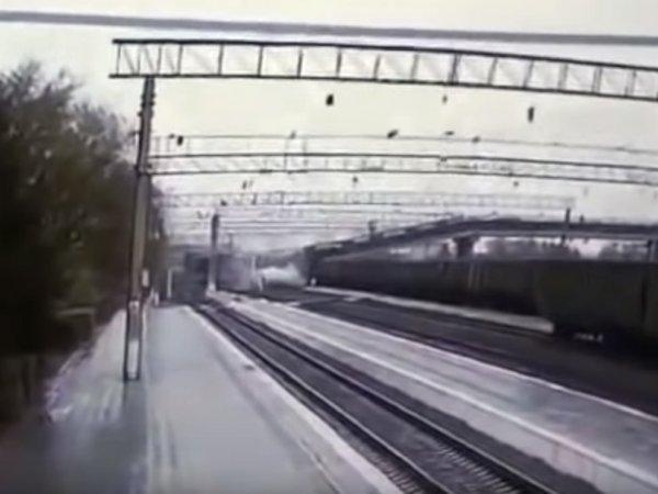 Обрушение железнодорожного моста в городе Свободном попало на видео