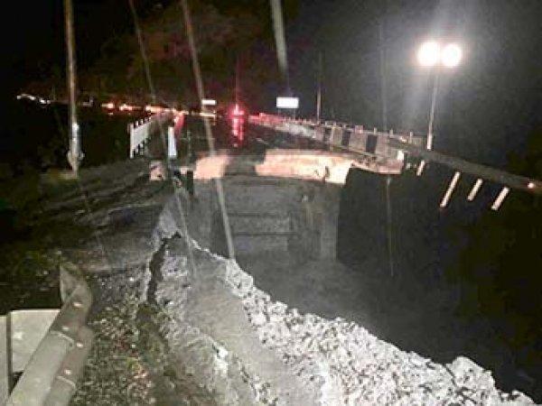 Наводнение в Сочи сейчас 25.10.2018: два человека погибли, водой смыло мост (ВИДЕО)