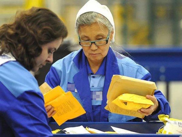 Минтруд назвал сроки, когда работающим пенсионерам перестанут платить пенсию