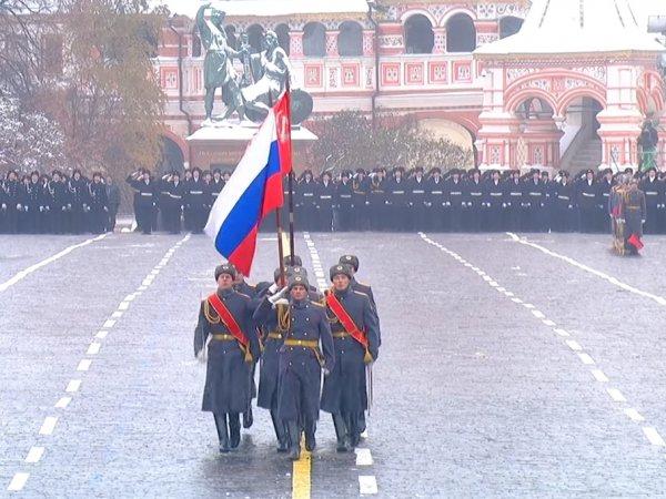 Парад 7 ноября 2018 года в Москве на Красной площади: смотреть онлайн трансляцию в Сети (ВИДЕО)