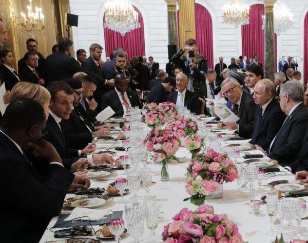Трамп подмигнул Путину, а Порошенко не пустили за главный стол в Париже