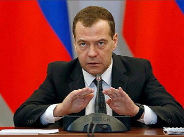 Медведев грубо прервал речь главы РЖД об успехах