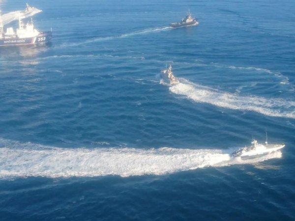 Российский катер протаранил корабль ВМС Украины, который незаконно пересек границу РФ