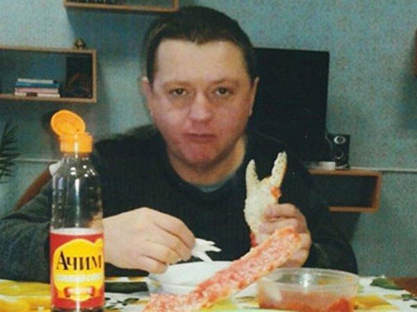 ФСИН прокомментировала фото члена банды Цапка с икрой и крабами в колонии