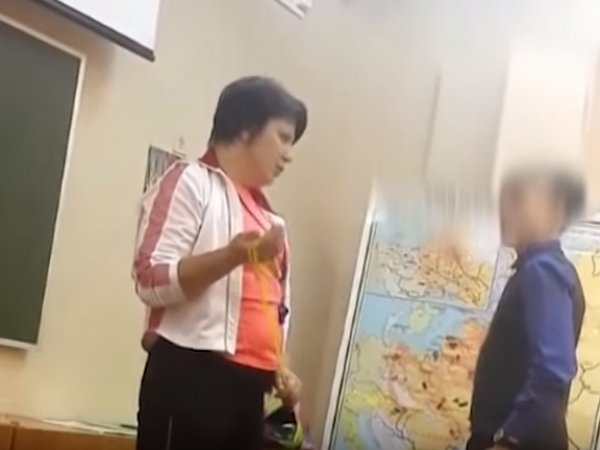 В Северодвинске учительница избила школьников скакалкой: видео изучает СК