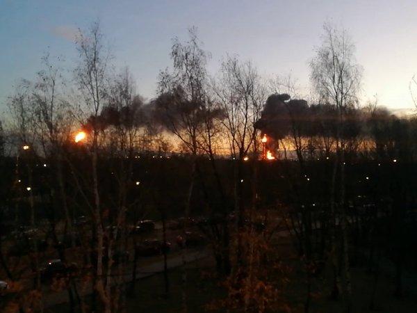 Пожар в Москве сейчас 17 ноября: в Капотне загорелся НПЗ, опубликовано видео