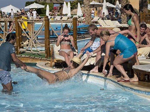 """""""Царит агрессивное пьянство"""": немецкого журналиста шокировало поведение туристов из России в Турции"""
