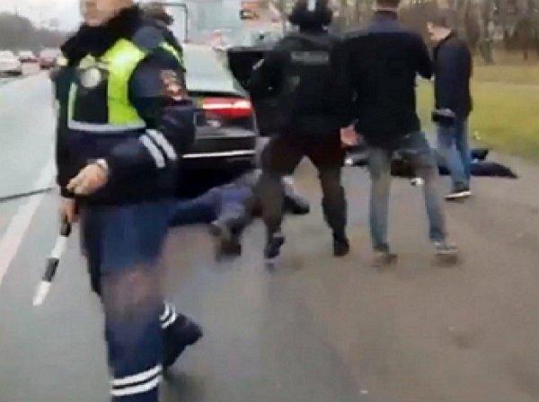 В Сети появилось видео жесткого задержания вора в законе Огонька
