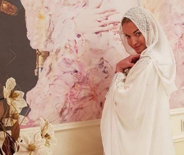 """""""Хайпанула"""": Волочкову разнесли в пух и прах за фото в хиджабе"""