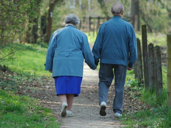 Отчаявшиеся жить на одну пенсию пожилые супруги попытались покончить с собой