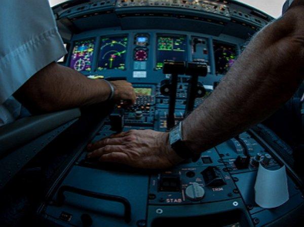 Пилоты сняли на видео посадку самолета при нулевой видимости