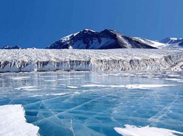 Под тающими льдами Антарктиды нашли источник загадочного излучения