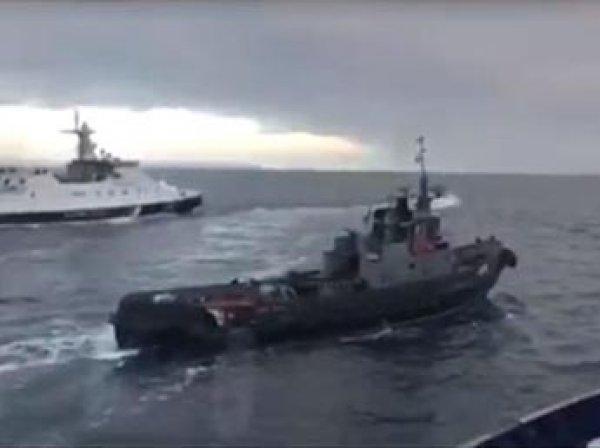 Захваченные украинские корабли пришвартованы в Керчи (ФОТО, ВИДЕО)