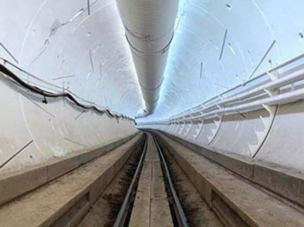 Илон Маск показал видео проезда скоростного тоннеля под Лос-Анджелесом