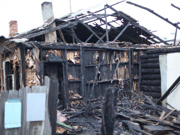 Опубликовано видео с места пожара в частном доме в Югре, где погибло 6 детей