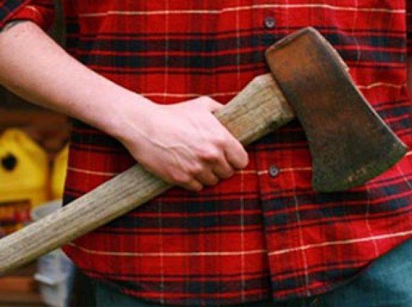 Волгоградский школьник ворвался в школу с топором, бензином и ножами, а потом проглотил яд