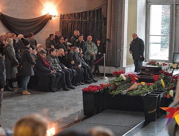 """На """"музыкальных"""" похоронах Евгения Осина произошел скандал"""
