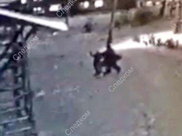 В Сеть попало видео, как в Сибири юная каратистка отбилась от насильника