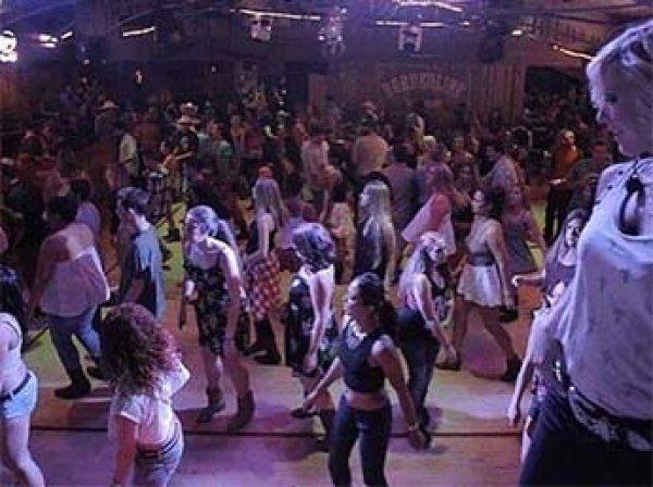 В Калифорнии мужчина устроил кровавую бойню на вечеринке в баре: погибли 12 человек