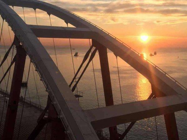 """""""Смещения продолжаются, уже было несколько аварий"""": по Крымскому мосту озвучили шокирующие прогнозы"""