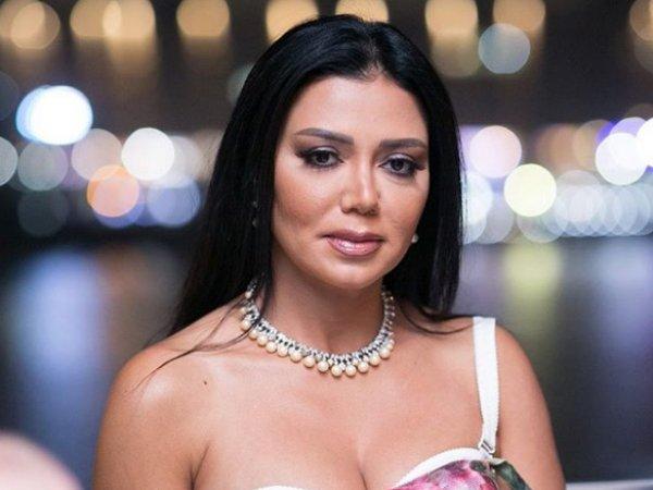 Египетская актриса может сесть на 5 лет за полупрозрачное платье на публике (ФОТО)