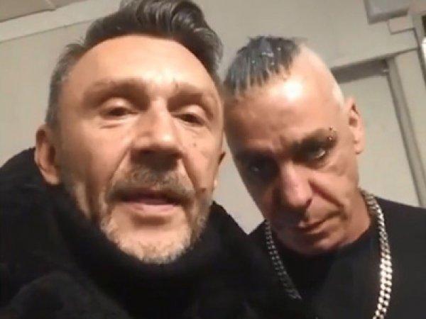 Солист Rammstein по просьбе Шнура поздравил фанатов с Новым годом матом (ВИДЕО)