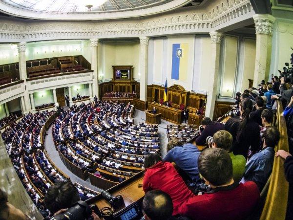 Верховная рада попросила Порошенко объявить войну России