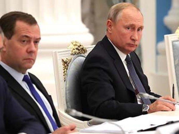 Путин одобрил ужесточение контроля снятия наличных с карт