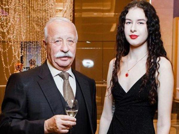 Затравленная из-за внешнего вида дочь Якубовича объяснила, почему она так выглядит (ФОТО)