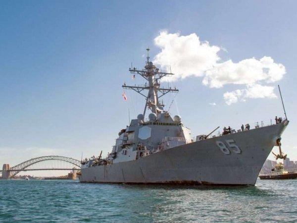 Эсминец ВМС США демонстративно прошел около российской базы
