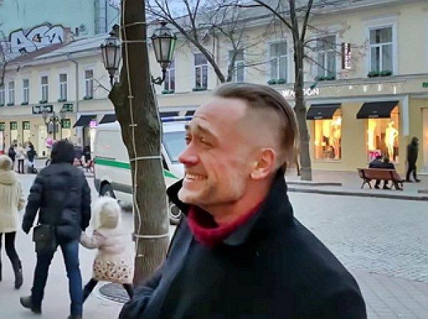 Рыдающий на улицах Одессы беглый актер Пашинин попал на видео