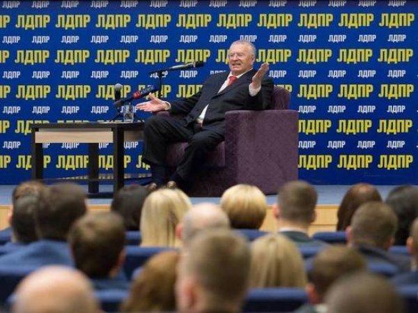 """""""Лукашенко сидит на двух стульях"""": Жириновский уверен, что белорусы поддержат вхождение страны в состав РФ"""