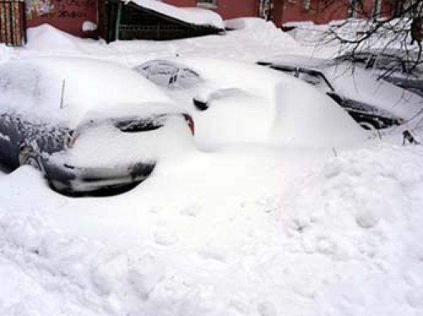 В Самарской области жители завалили снегом администрацию поселка