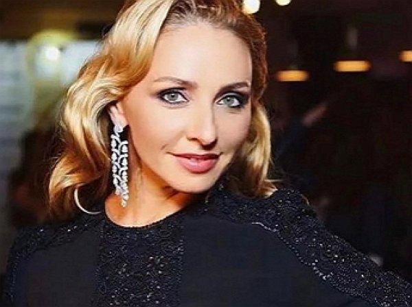 """""""Наелась?"""": Татьяна Навка получила в метро тортом в лицо"""