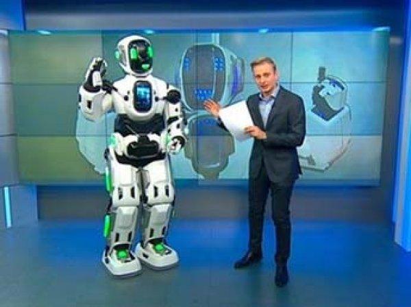 Танцующего робота Бориса привели на «Россию 24» – он  оказался человеком Алешей