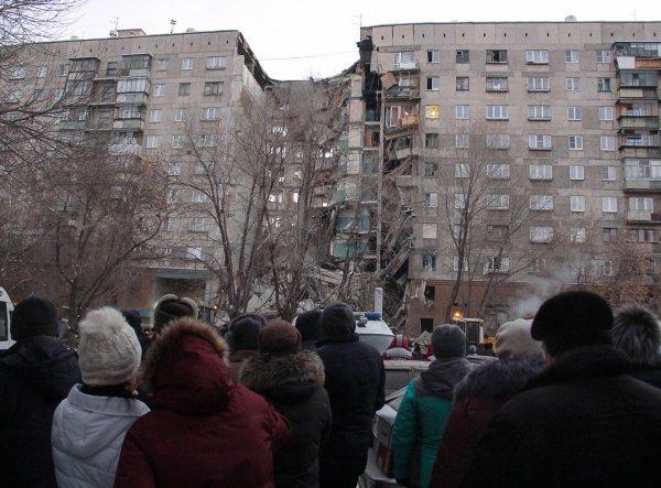 Взрыв дома в Магнитогорске 31.12.2018 обрушил подъезд: трое погибших, 79 человек пропали (ВИДЕО)
