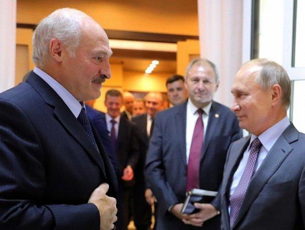 """Лукашенко провел тайное совещание из-за """"давления России"""""""