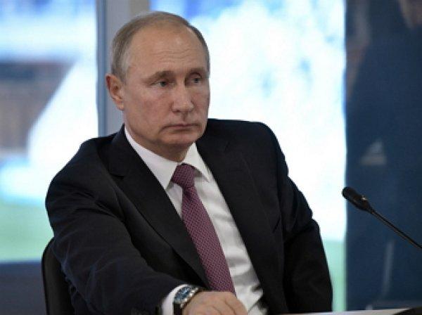 Путин ввел запрет на уличные табло с курсами валют