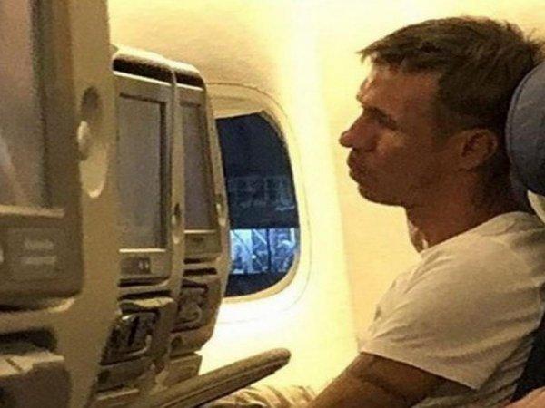 """""""Кричал, что он """"звезда"""": Панин устроил дебош в самолете по дороге из Стамбула"""