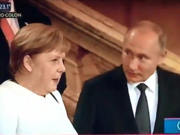 """""""Чудом спаслась"""": в Сети обсуждают видео общения Меркель с Путиным и """"пять"""" с саудовским принцем"""