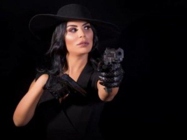 Вооруженная подруга вора в законе Гули предстала в роли главного мафиози (ВИДЕО)